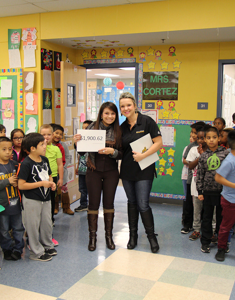 Second Grade Teacher Sandra Cortez For Spanish Language Arts, Social Studies And Science Books For Dual Language Classrooms
